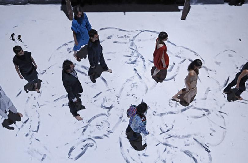 Arte e danza per celebrare la collaborazione tra H&M e Maison Martin Margiela