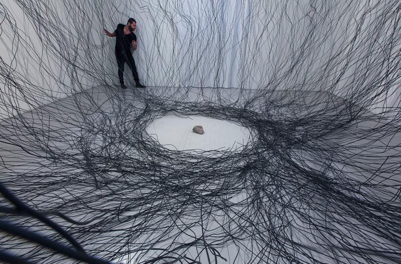Lontanodentro: Davide Dormino elabora una mappa di 36 disegni per cercare di arrivare in quel luogo che é il lavoro finale