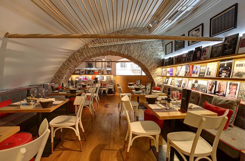 A Roma apre Molto Libreria con Cucina al primo piano dell'Illy shop di Via dei Due Macelli