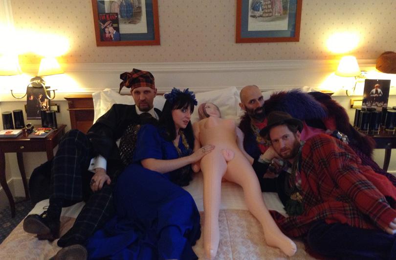 Come fossi una bambola: Angelo Orazio Pregoni conquista Room Service