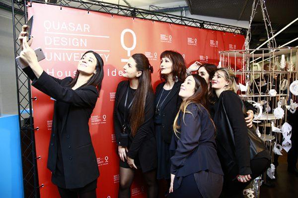 selfie_di_staff_con_direttrice_e_direzione_didattica