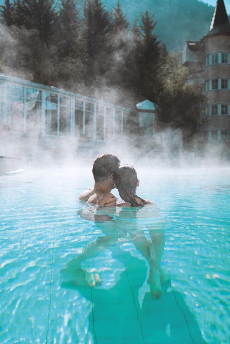 paar-im-pool