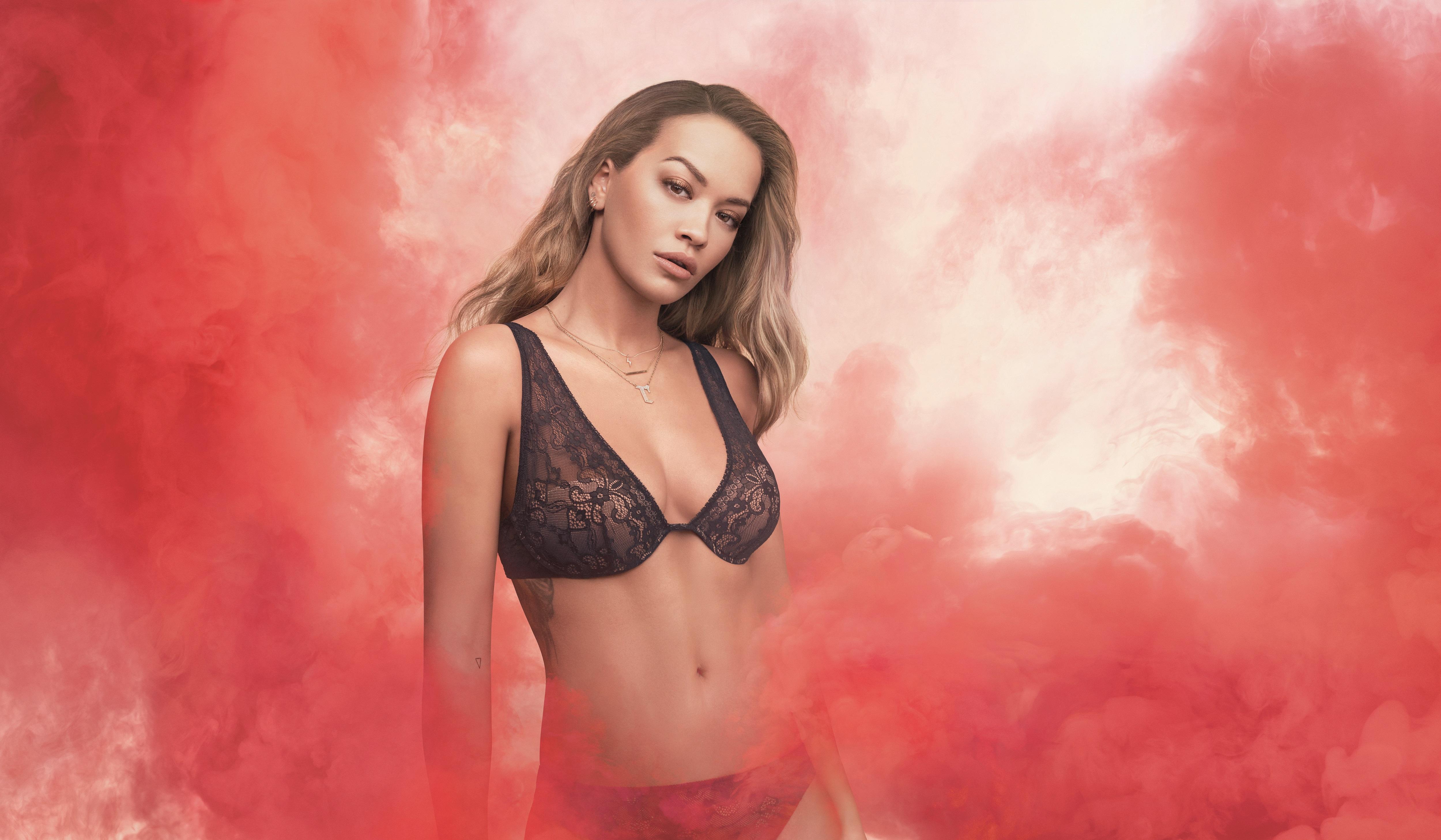 Rita Ora presenta MIAMI, il nuovo bra TEZENIS