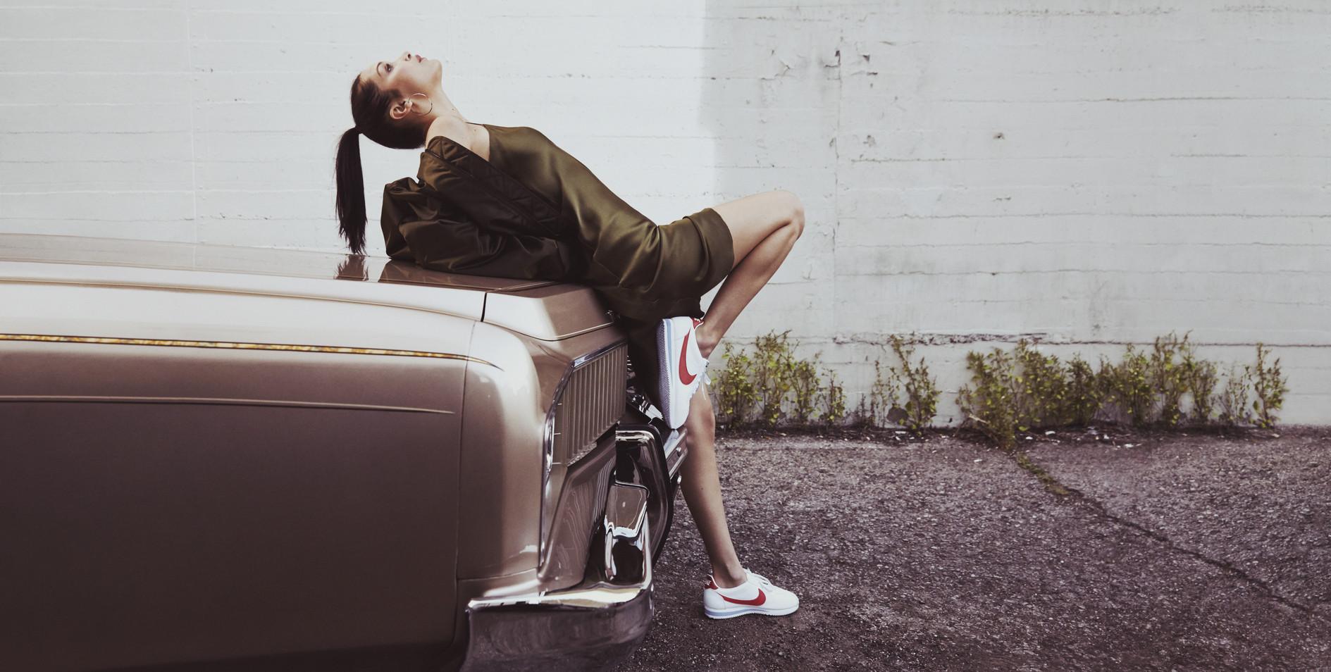 Nike ne celebra i 45 anni di Cortez con Bella Hadid