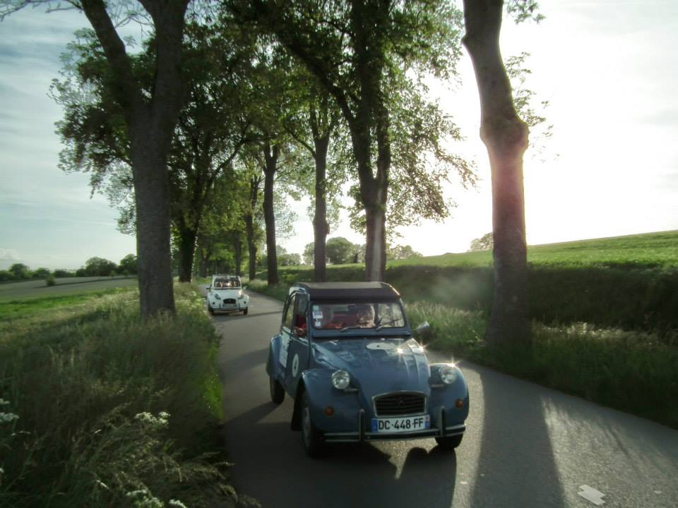 Un'idea di viaggio: visitare Parigi con la Citroën 2CV