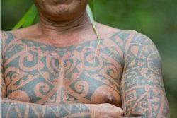 I tatuaggi polinesiani raccontano la storia di un popolo intero