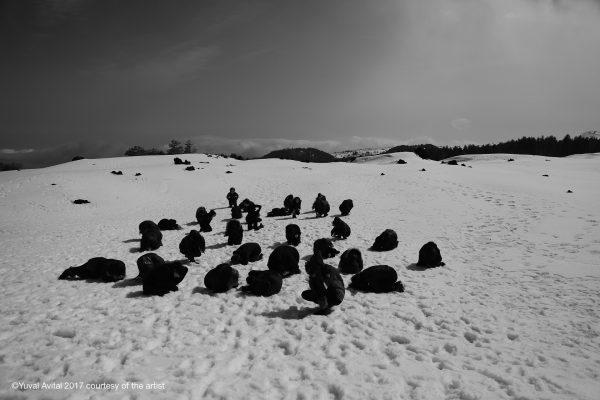 Donne nere sulla neve