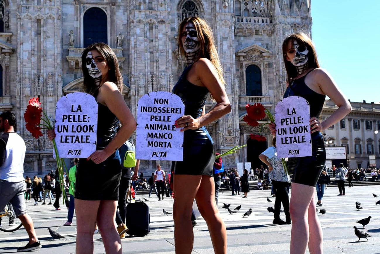 """Durante la MFW PETA diffonde un messaggio: """"La pelle: un look letale"""""""