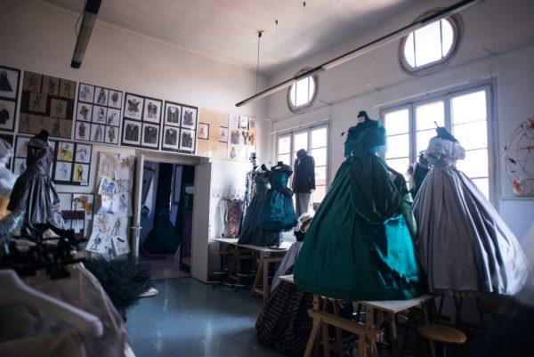 Fashion in town esploratore urbano di mode tendenze for Accademia fashion design milano