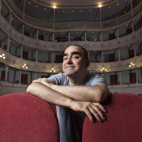 """Giorgio Gallione porta in scena """"Il Grigio"""" di Gaber alla Sala Umberto con Elio"""