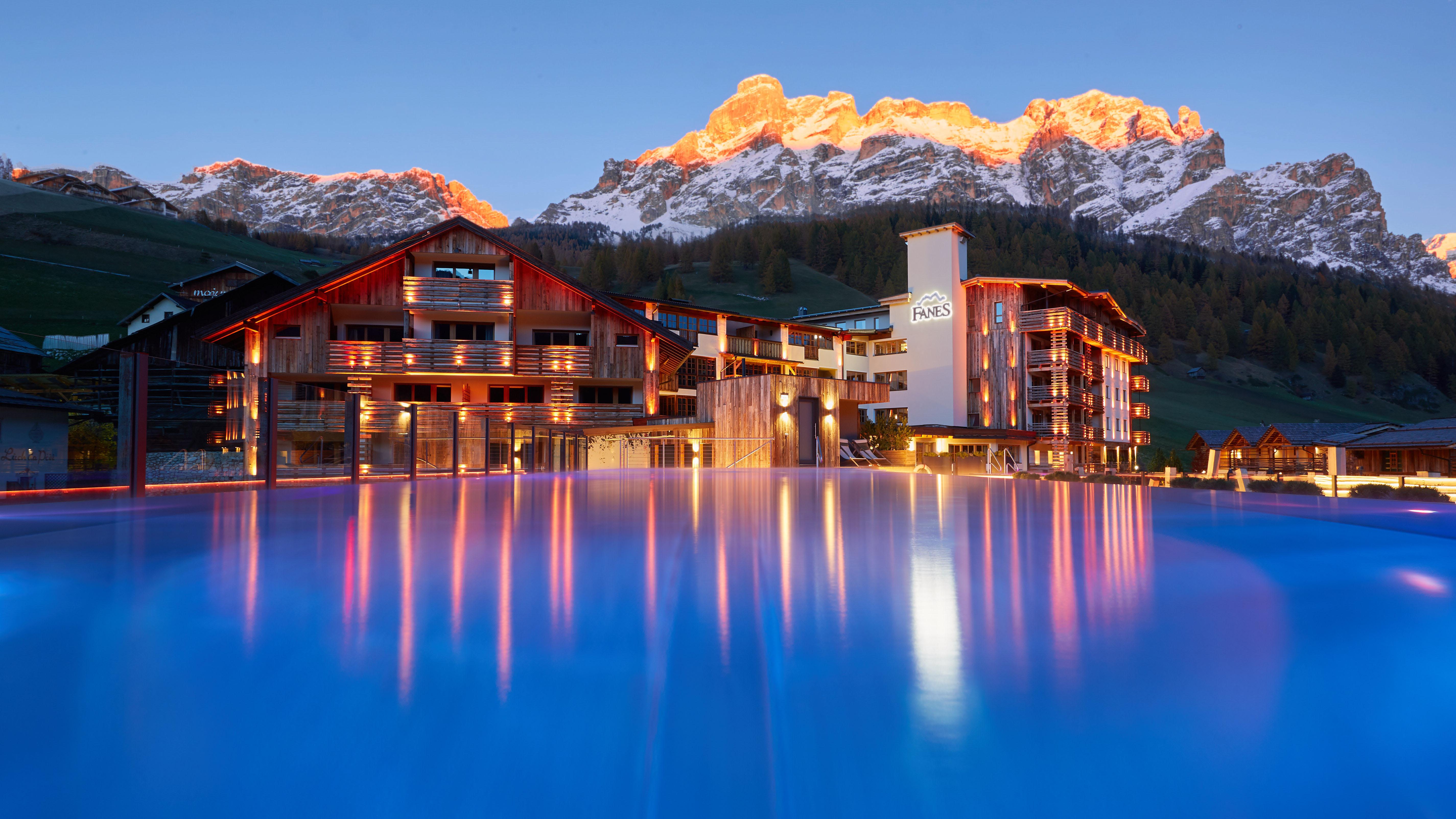 Nuovo look per il Dolomiti Wellness Hotel Fanes. Tante le novità
